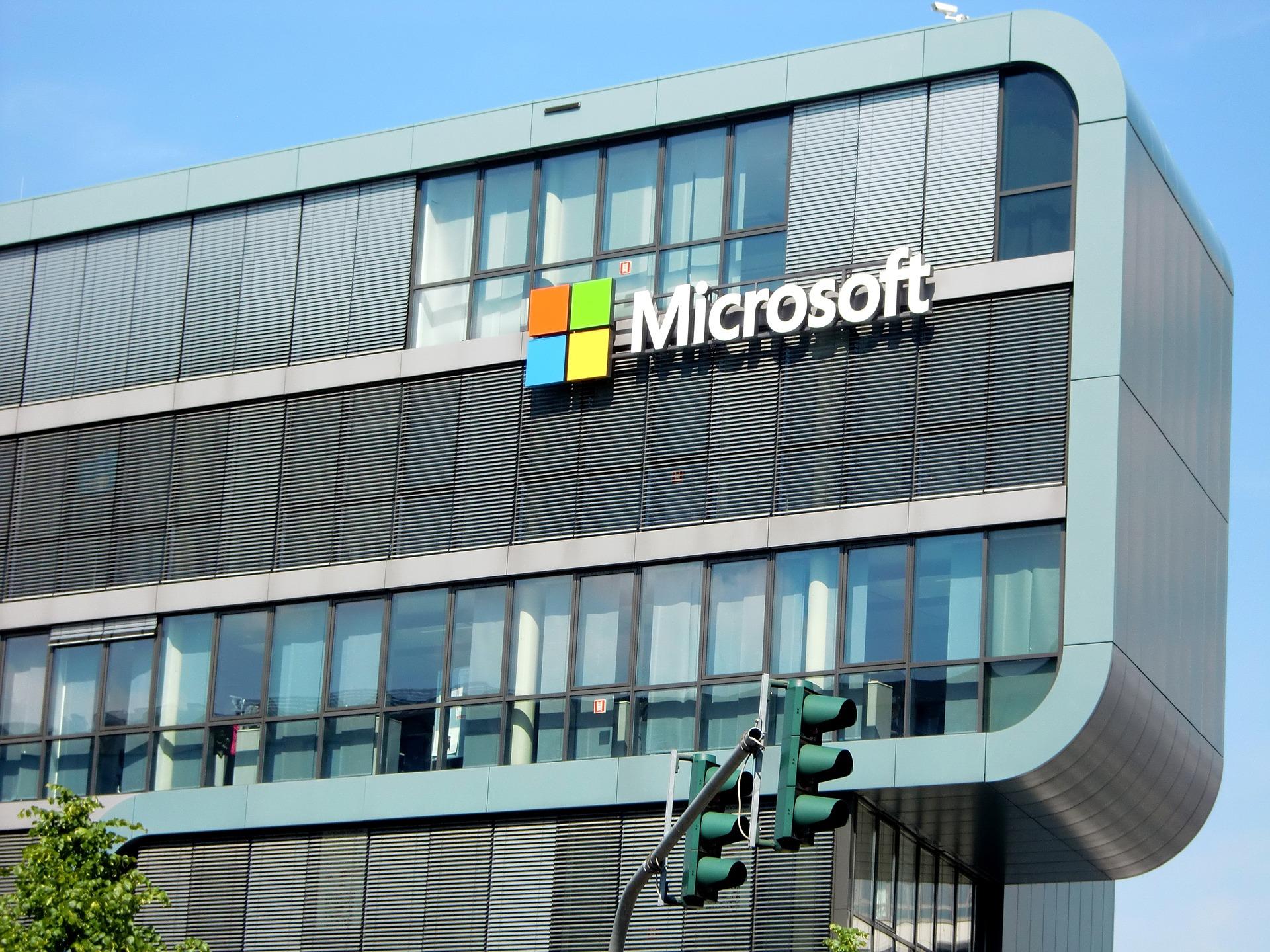 Microsoft en conversaciones para adquirir Nuance, la empresa detrás de la IA de Siri